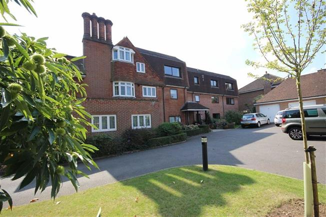 Guide Price £525,000, 2 Bedroom Apartment For Sale in Harpenden, AL5