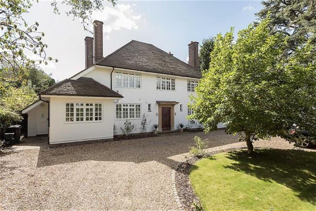 Guide Price £1,995,000, 5 Bedroom Detached House For Sale in Harpenden, AL5