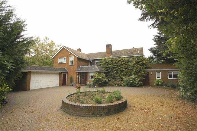 Guide Price £2,000,000, 4 Bedroom Detached House For Sale in Harpenden, AL5