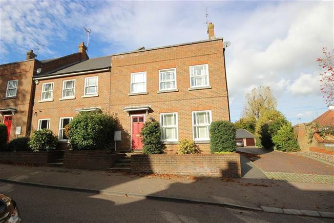 Guide Price £825,000, 4 Bedroom For Sale in Harpenden, AL5