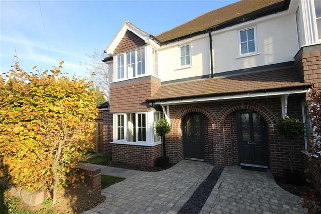 Guide Price £725,000, 4 Bedroom Semi Detached House For Sale in Harpenden, AL5