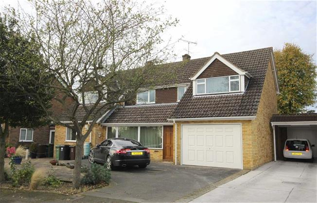Guide Price £1,100,000, 5 Bedroom Detached House For Sale in Harpenden, AL5
