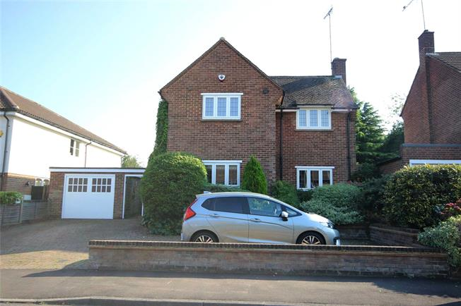 Guide Price £1,000,000, 3 Bedroom Detached House For Sale in Harpenden, Herts, AL5