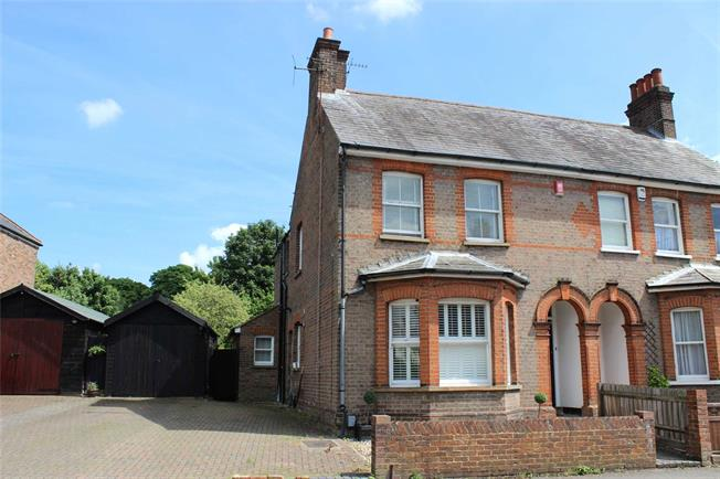 Guide Price £950,000, 3 Bedroom Semi Detached House For Sale in Harpenden, AL5