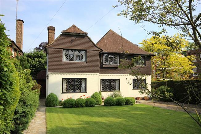 Guide Price £1,100,000, 4 Bedroom Detached House For Sale in Harpenden, AL5