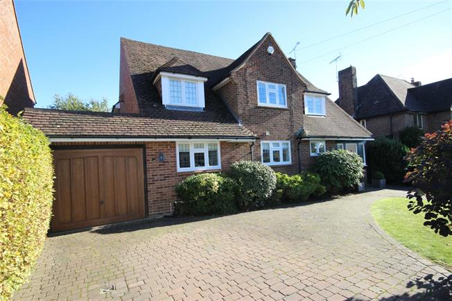 Guide Price £1,325,000, 5 Bedroom Detached House For Sale in Harpenden, AL5