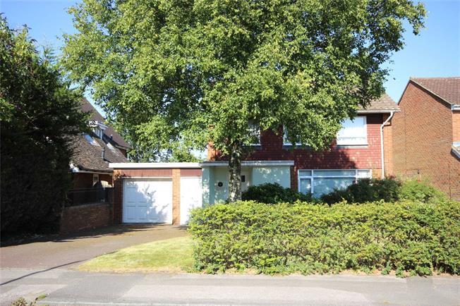 Asking Price £915,000, 3 Bedroom Detached House For Sale in Harpenden, AL5
