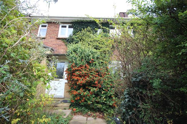 Guide Price £375,000, 3 Bedroom Terraced House For Sale in Harpenden, AL5