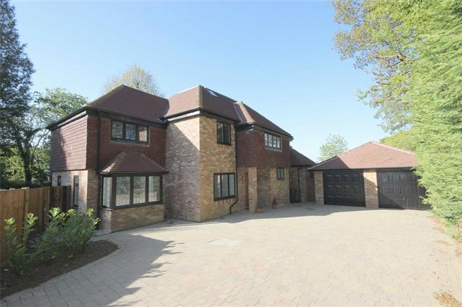 Guide Price £1,495,000, 5 Bedroom Detached House For Sale in Harpenden, AL5