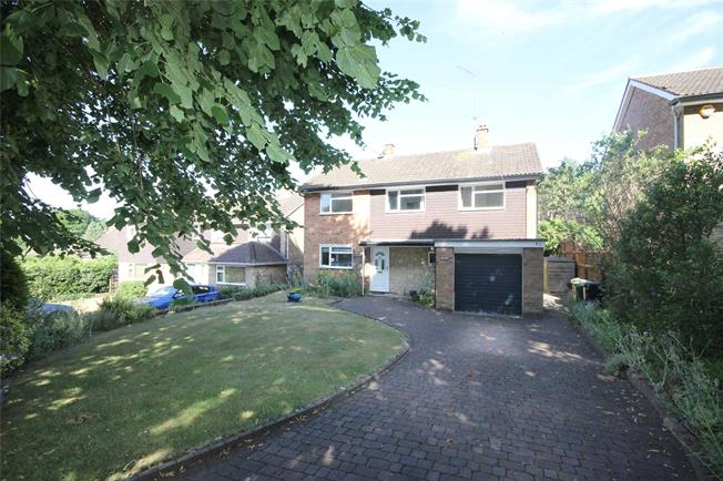 Guide Price £1,150,000, 4 Bedroom Detached House For Sale in Harpenden, AL5