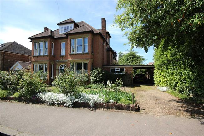 Guide Price £2,250,000, 5 Bedroom Detached House For Sale in Harpenden, AL5