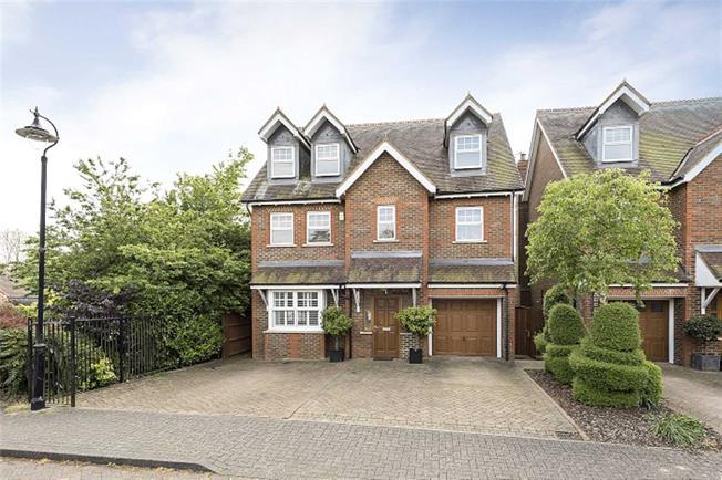 Asking Price £1,100,000, 5 Bedroom Detached House For Sale in Harpenden, Herts, AL5