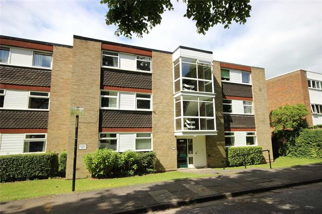 Asking Price £350,000, 2 Bedroom Flat For Sale in Harpenden, AL5