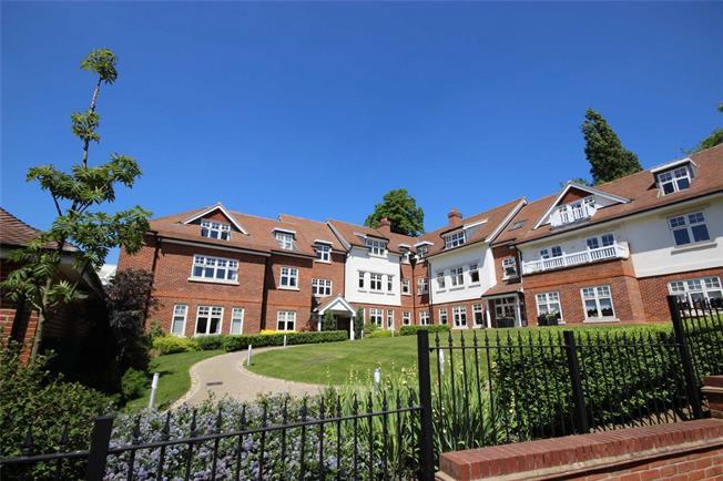Guide Price £900,000, 3 Bedroom Flat For Sale in Harpenden, Hertfordshire, AL5