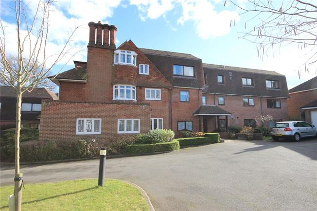 Guide Price £499,950, 2 Bedroom Flat For Sale in Harpenden, AL5