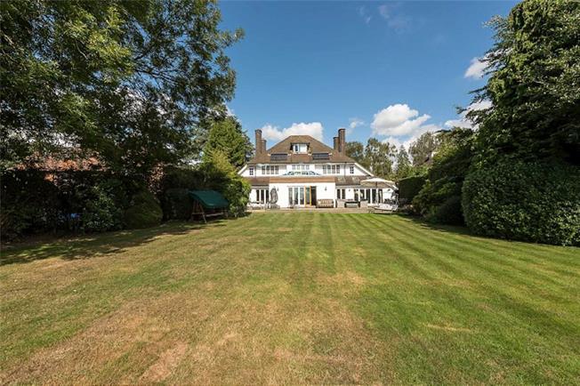 Guide Price £1,895,000, 5 Bedroom Detached House For Sale in Harpenden, AL5