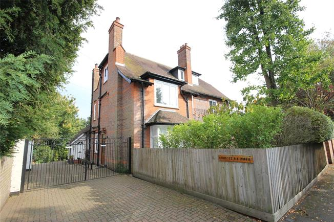 Guide Price £930,000, 2 Bedroom Flat For Sale in Harpenden, AL5