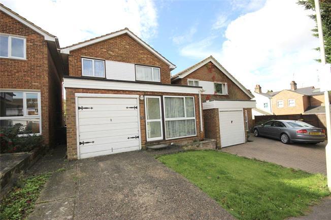Guide Price £525,000, 3 Bedroom Detached House For Sale in Harpenden, Hertfordshire, AL5