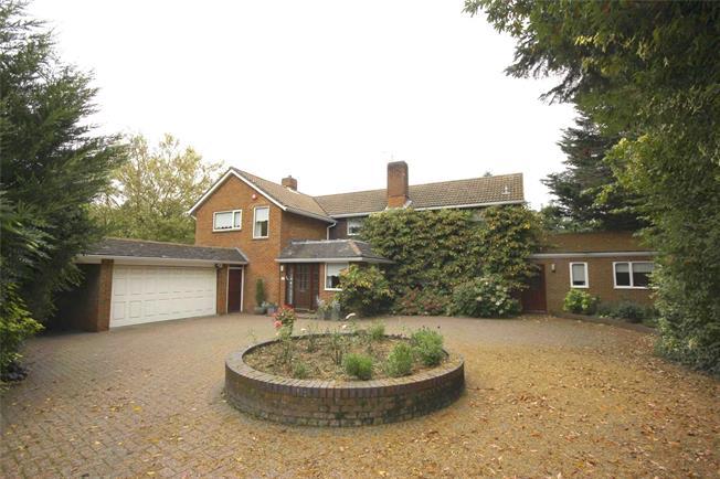 Guide Price £1,750,000, 4 Bedroom Detached House For Sale in Harpenden, Hertfordshire, AL5