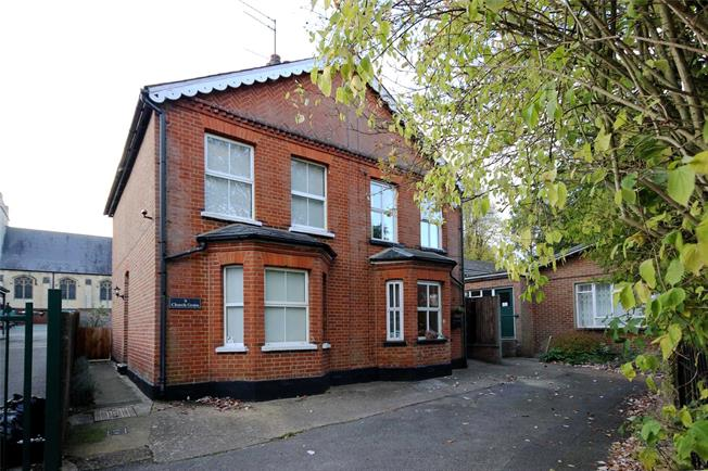Asking Price £675,000, 2 Bedroom Semi Detached House For Sale in Harpenden, Hertfordshire, AL5
