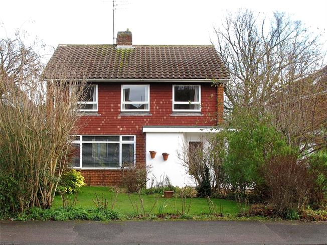 Guide Price £895,000, 4 Bedroom Detached House For Sale in Harpenden, Hertfordshire, AL5