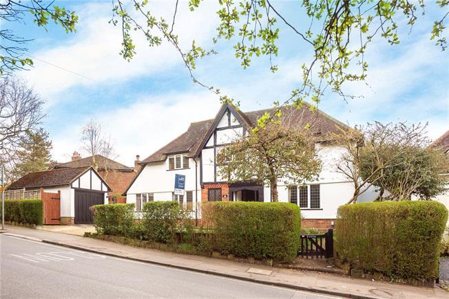 Asking Price £1,225,000, 4 Bedroom Garage For Sale in Harpenden, AL5