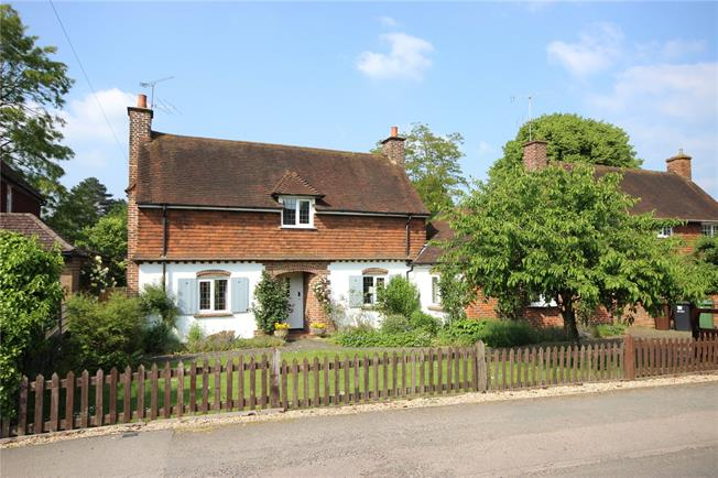 Guide Price £760,000, 3 Bedroom Detached House For Sale in Harpenden, AL5