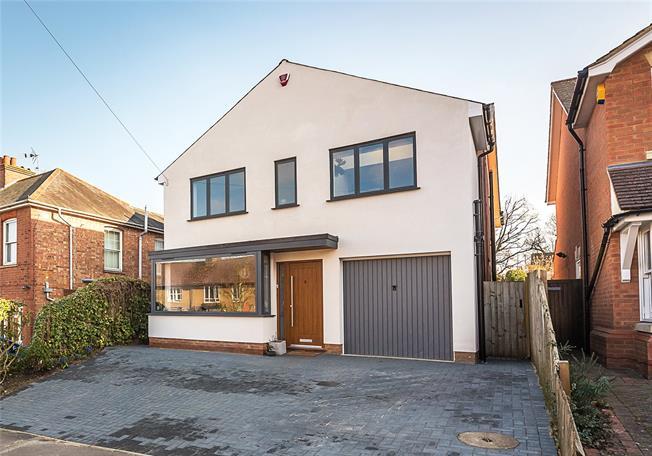 Guide Price £1,235,000, 5 Bedroom Detached House For Sale in Harpenden, AL5