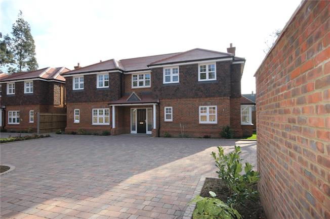 Guide Price £1,475,000, 4 Bedroom Detached House For Sale in Harpenden, AL5