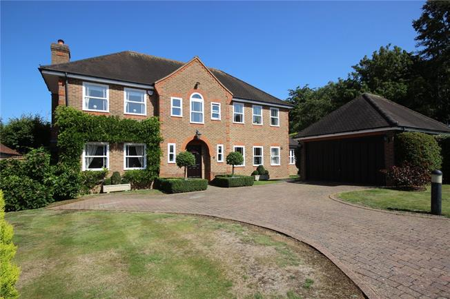 Guide Price £1,675,000, 5 Bedroom Detached House For Sale in Harpenden, AL5