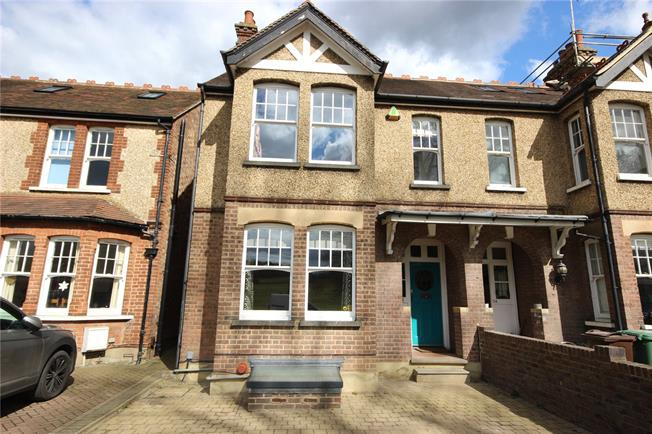 Asking Price £1,100,000, 4 Bedroom Semi Detached House For Sale in Harpenden, AL5