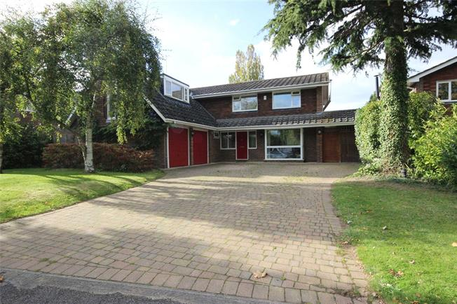 Guide Price £1,295,000, 4 Bedroom Detached House For Sale in Harpenden, AL5