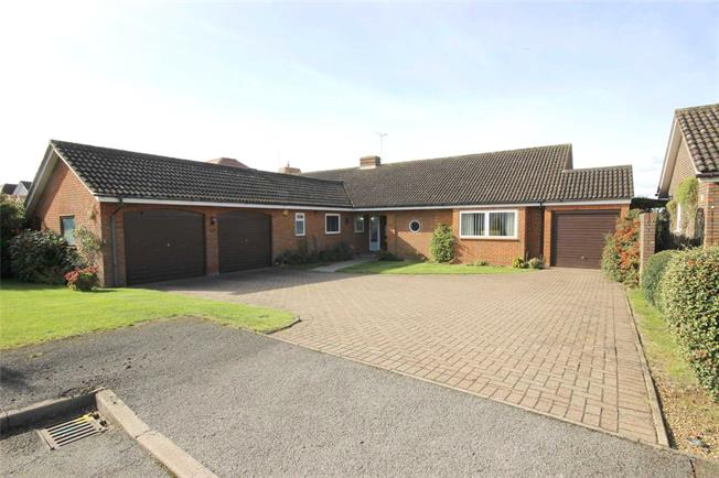 Guide Price £1,200,000, 3 Bedroom Bungalow For Sale in Harpenden, Herts, AL5