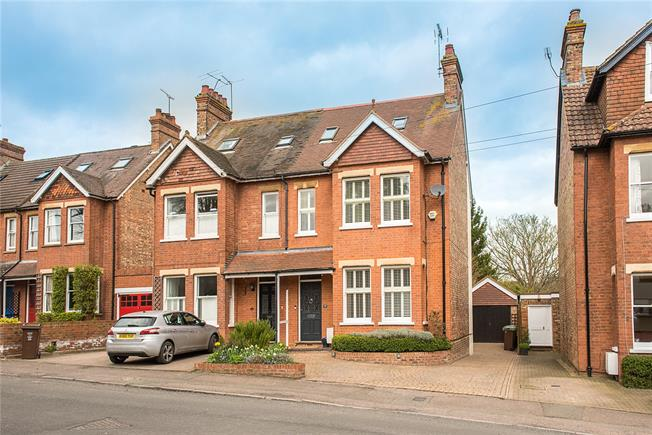 Guide Price £1,295,000, 5 Bedroom Semi Detached House For Sale in Harpenden, AL5