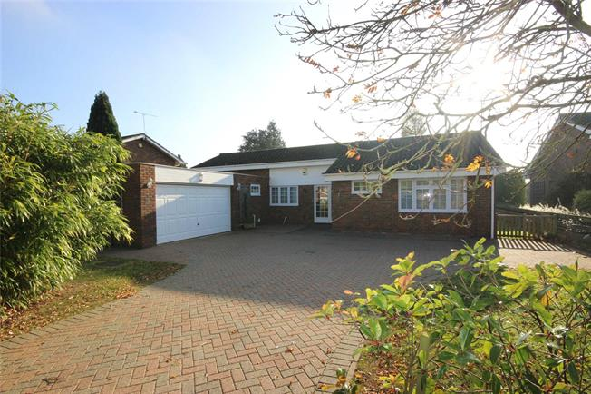 Guide Price £1,095,000, 4 Bedroom Bungalow For Sale in Harpenden, Hertfordshire, AL5