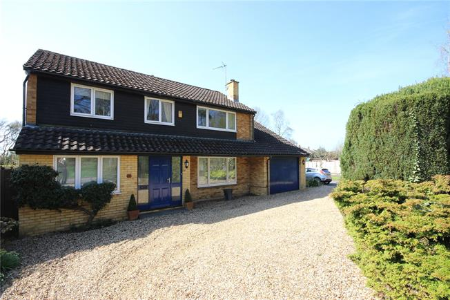 Guide Price £950,000, 4 Bedroom Detached House For Sale in Harpenden, AL5