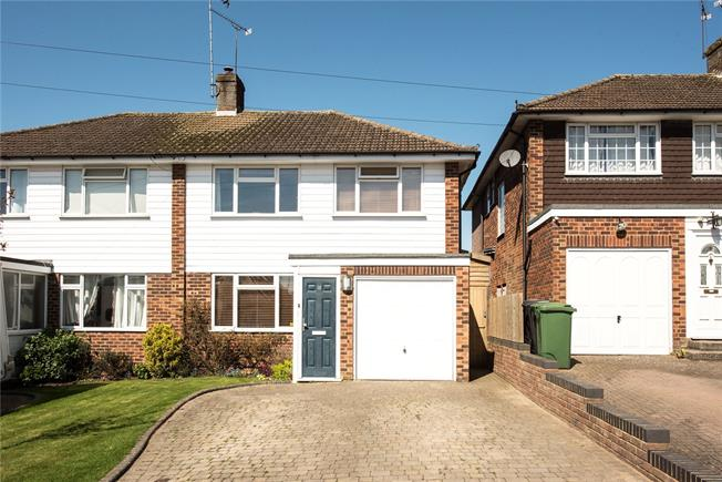 Guide Price £675,000, 3 Bedroom Semi Detached House For Sale in Hertfordshire, AL5