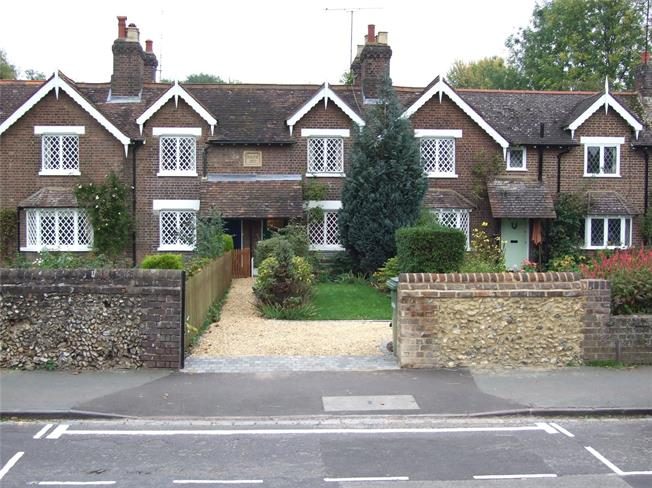 Guide Price £695,000, 2 Bedroom Terraced House For Sale in Harpenden, Herts, AL5