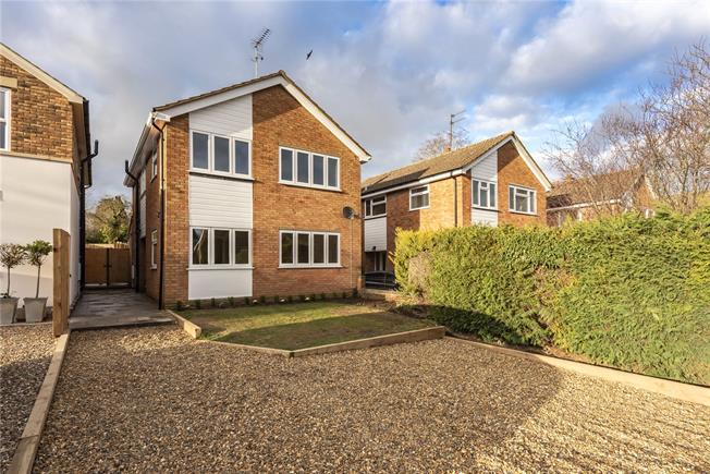 Guide Price £650,000, 4 Bedroom Detached House For Sale in Harpenden, Hertfordshire, AL5