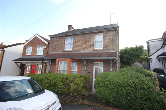 Guide Price £625,000, 3 Bedroom Detached House For Sale in Harpenden, Hertfordshire, AL5