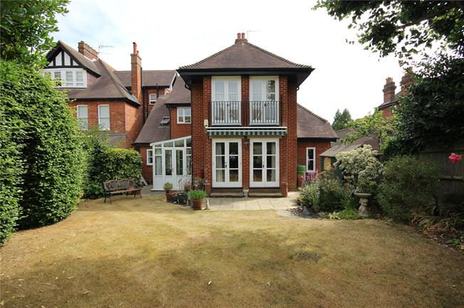 Guide Price £799,950, 2 Bedroom Flat For Sale in Harpenden, AL5