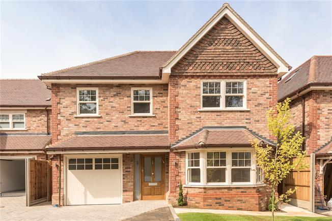 Guide Price £1,695,000, 4 Bedroom Detached House For Sale in Harpenden, Hertfordshire, AL5