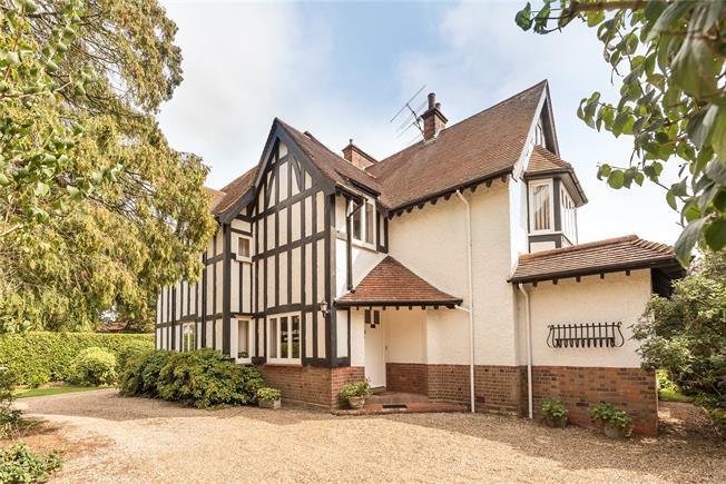 Guide Price £1,995,000, 5 Bedroom Detached House For Sale in Harpenden, Herts, AL5