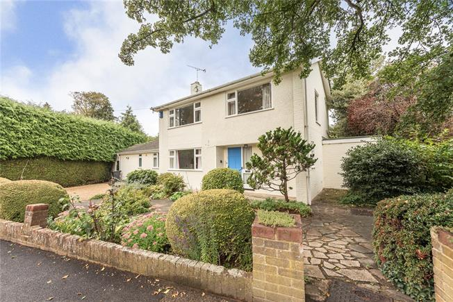 Guide Price £975,000, 3 Bedroom Detached House For Sale in Harpenden, AL5
