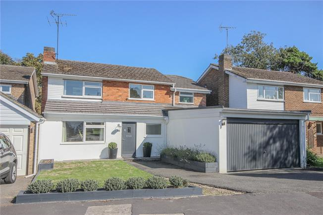 Guide Price £825,000, 4 Bedroom Detached House For Sale in Harpenden, AL5