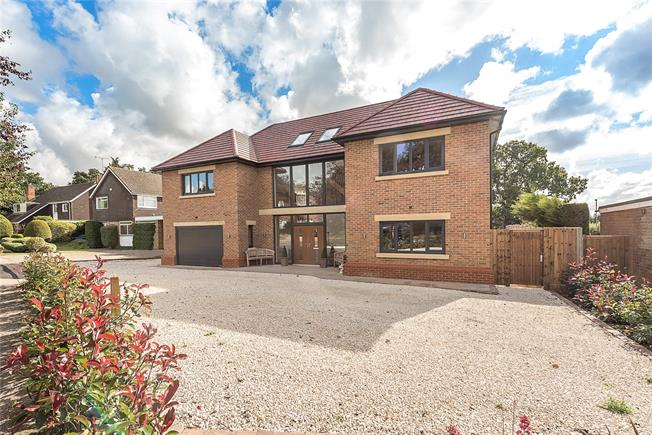 Guide Price £1,775,000, 7 Bedroom Detached House For Sale in Harpenden, AL5