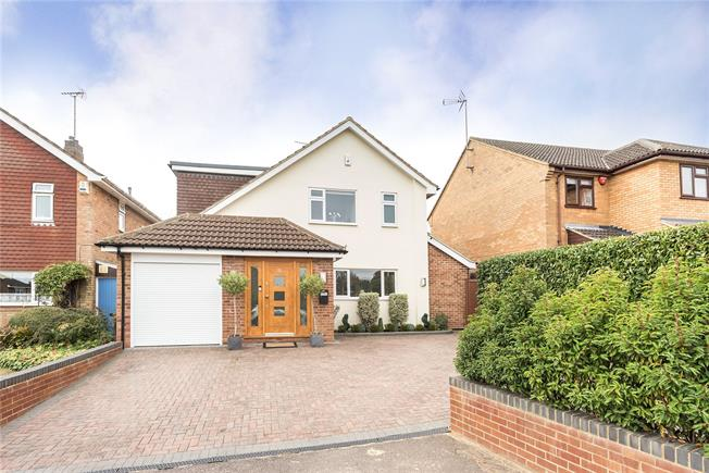 Guide Price £925,000, 4 Bedroom Detached House For Sale in Harpenden, AL5