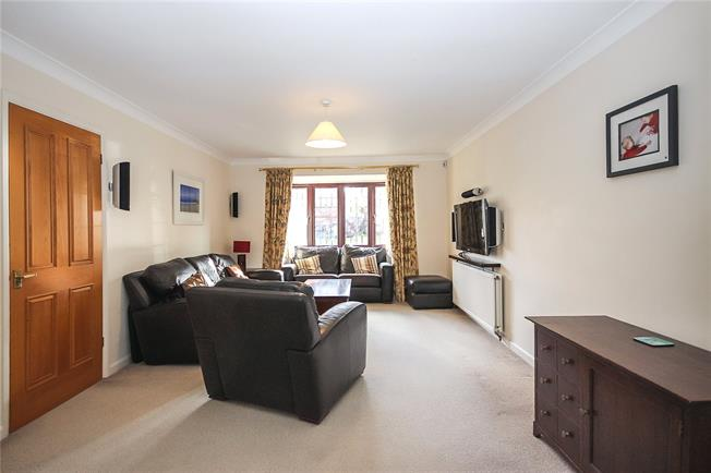 Guide Price £700,000, 4 Bedroom Detached House For Sale in Harpenden, Hertfordshire, AL5
