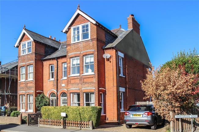 Asking Price £1,250,000, 5 Bedroom Semi Detached House For Sale in Harpenden, Herts, AL5