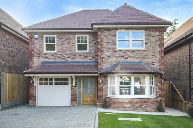 Guide Price £1,700,000, 4 Bedroom Detached House For Sale in Harpenden, Hertfordshire, AL5